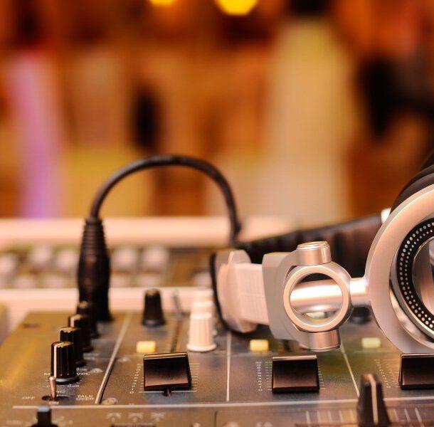 dj na wesele - muzyka i oświetlenie